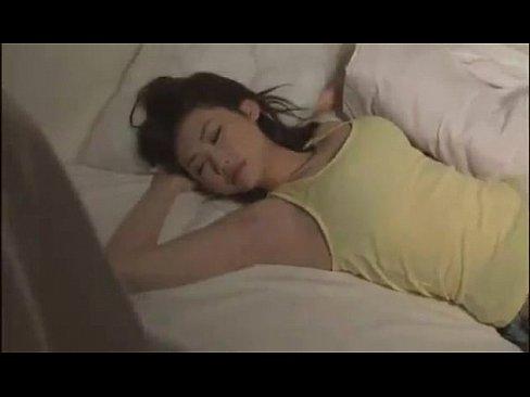 エロい格好で寝ている巨乳美女を夜這いし犯す
