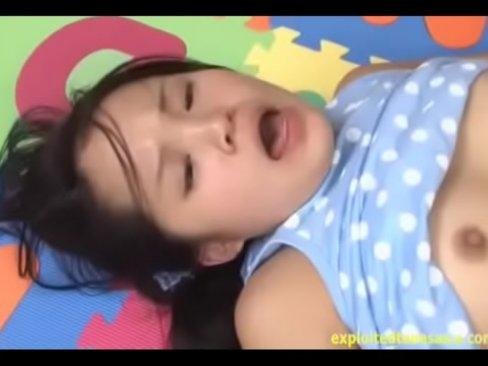 【巨乳】バウンディングするロリツインテ美少女に強制的に口内射精