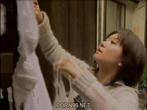 【巨乳】宅配業者との不倫がバレて実家に帰って来た元人妻→懲りずにSEX三昧w
