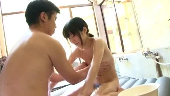 ロリ妹が混浴温泉で大好きなお兄ちゃんのチンポをおねだり