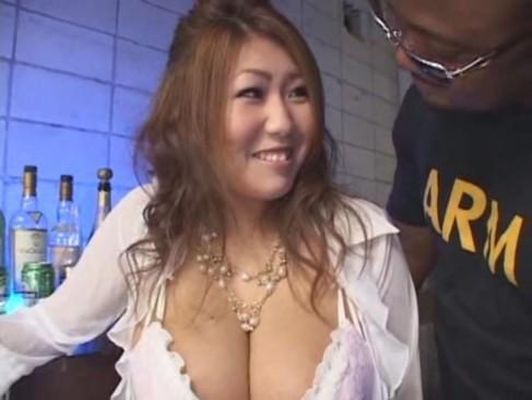 【javynow】Jカップ巨乳の痴女ギャル秋川ルイが黒人チンポ3本に果敢に立ち向かう