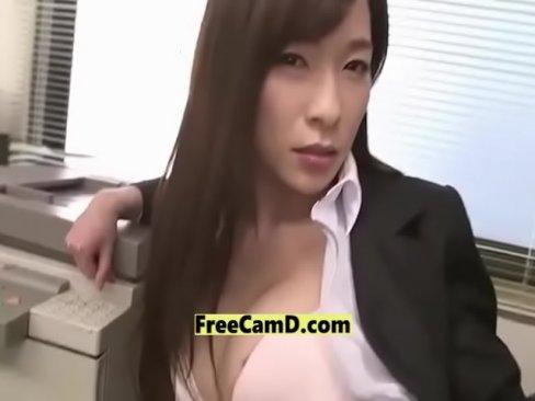 美人OLが同僚を誘惑し社内で中出しセックス最後はお掃除フェラ!