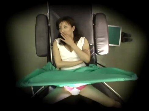 産婦人科医師が検査にきた患者に中出しちゃうとこを盗撮