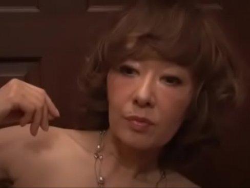 キャリア60年の現役熟女がオナニーを前菜にセックス三昧で絶頂し続けるw
