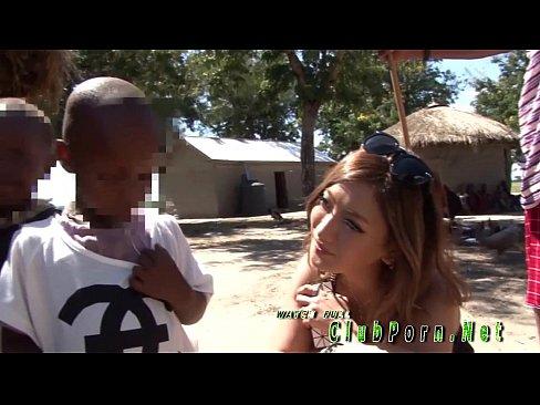 【巨乳】AIKAがアフリカ民族と大草原で青姦性行為w