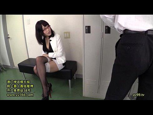 【巨乳】インテリ痴女ビッチが男性社員のザーメンずっぽ抜き!