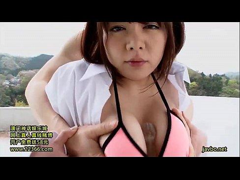 【巨乳】巨乳娘がパイズリ&フェラで精子を噴射させるw