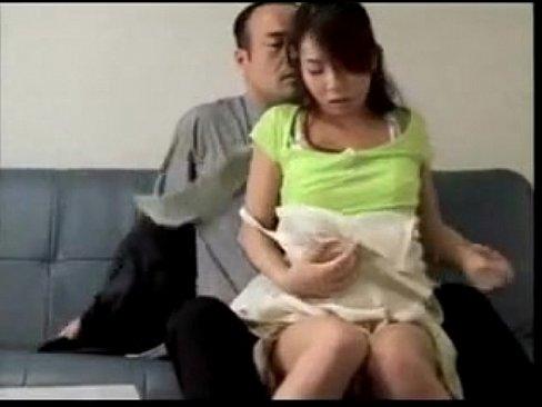 【人妻】欲求不満な人妻が昼間から不倫相手と激しいセックス!