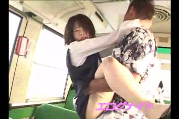 有名銀行に務めるOLが通勤バスで強制挿入の痴漢レイプに悶絶!