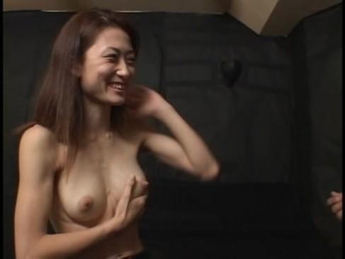 乳腺ゆるゆるのまだ母乳が出る熟女が母乳噴射でイキまくり