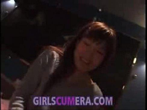 【アナルエロ動画】素人美女がお尻突き上げさせられてアナルまで丸見えの恥ずかしいポーズさせられてるw