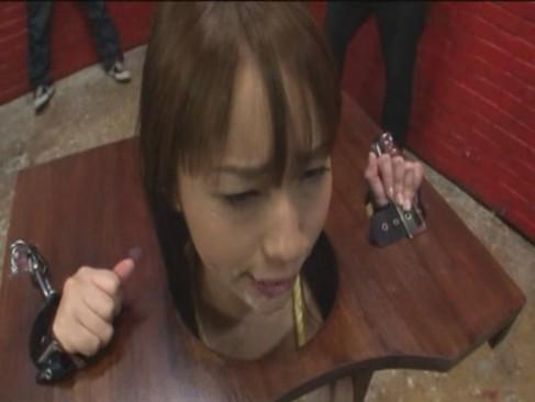 大沢美加 可愛い顔に顔射される公衆便所女