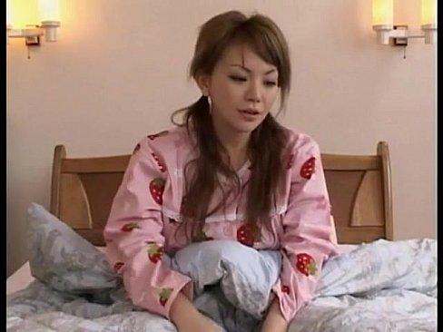 いちご大好きなパジャマっ子のオナニー→巨乳に発情してパコハメ!