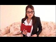 メガネをかけた美人秘書が社長と濃厚セックス!