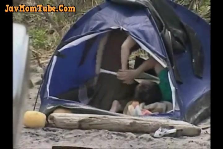 ツーリング先のテント内で中年男と若い娘が青姦せくろす