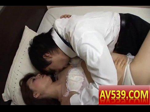 松嶋友里が夫では感じられない快楽に溺れる義姉弟の情事!