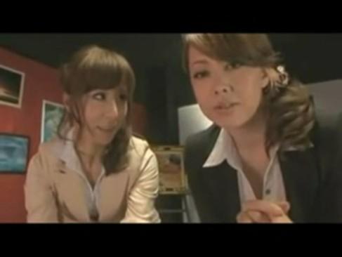 風間ゆみ&高坂保奈美の熟女コンビに跨がられドスケベ同時フェラ