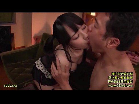 「おちんちんおいひぃ‥」アイドル顔のガチロリ美少女とズボハメ顔射!
