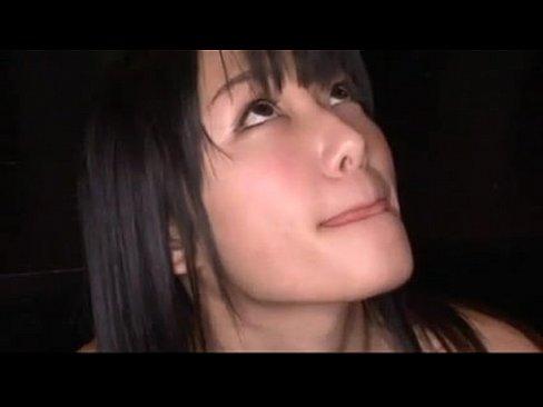 黒髪ロングの素人娘が短小チンコをノーハンドフェラ⇒もの凄く濃い精液を絞り取り