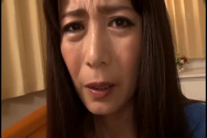 熟女のフェラエロ動画無料。「こんなおチンチン見たことないっ!