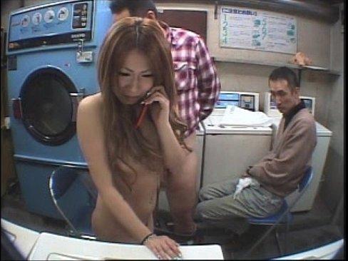 素人ギャルにコインランドリーで着てる服全部洗って痴女ってもらったらどうなるか盗撮