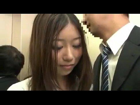 モデル体型の美女OLがエレベーターの中で男性社員を誘惑ハメ!