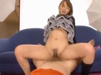 フリルスカートの美女・希崎ジェシカと着衣のままバックでガン突き大量顔射!