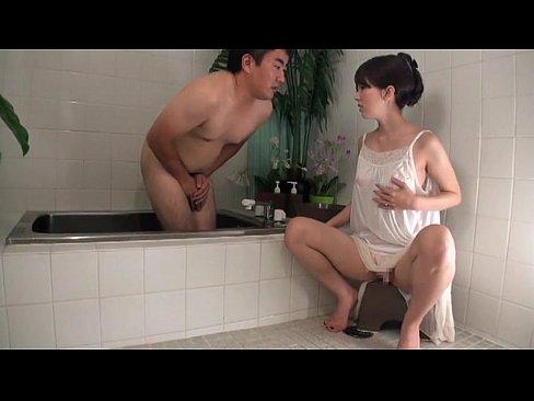美巨乳若妻の高速フェラで悶絶→お風呂場で相互オナニー開始w
