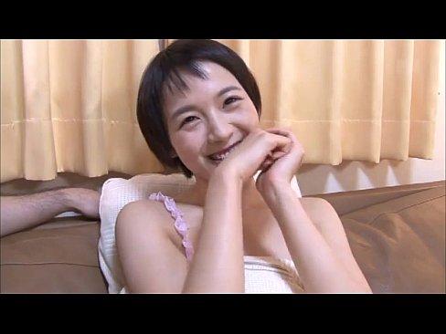 のんに激似のショットヘ美少女が笑顔で手コキ抜き!