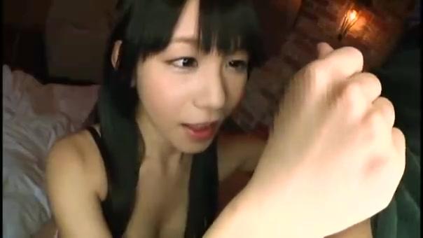 黒髪ロリ美少女・小西まりえのパイパン膣にデカマラ挿入パコ