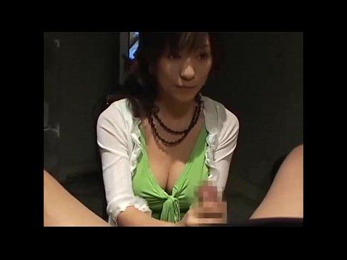 巨乳のお姉さんの手コキエロ動画無料。「イキそうですか?」巨乳お姉さんが性感マッサで手コキ抜き!