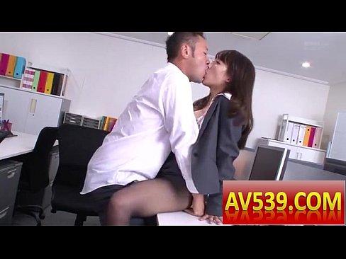 パーフェクトボディで同僚を誘惑しオフィス内SEXを漫喫するOL