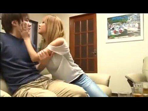 【ギャルエロ動画】目の前でいちゃいちゃされて腹が立ったギャルが男を誘惑して寝取っちゃうw