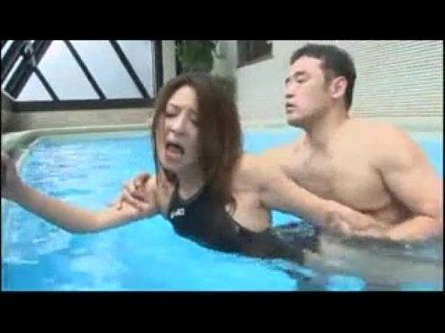 例のプールで昼間に競泳水着セックス!