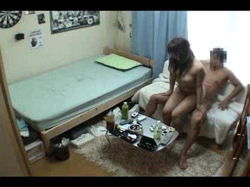 ナンパした素人ギャルを一人暮らしの部屋に連れ込んで即パコ盗撮
