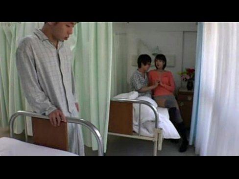 彼氏の見舞いに来てる激カワ彼女に欲情した隣人患者→カーテン越しにチンコを押し付けてみたw