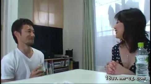 【熟女エロ動画】カメラの前でオナニーまでしちゃう美人熟女とハメ撮り