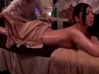 マッサージのはずが夫の隣で寝取りレイプされた素人妻