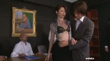 OL淫乱お姉さんがオフィスで男を食べ尽くすwww