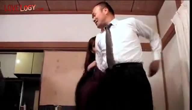 上司と結婚式にウェディングドレスでセックスしちゃう淫乱女