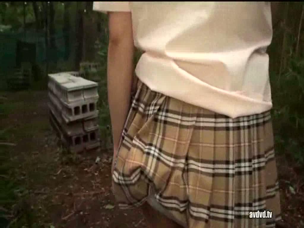 巨乳ギャルに女子校生コスプレさせて野外セックス!
