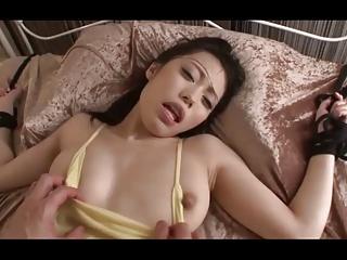スレンダー美乳の美少女が拘束されて汗だくガチ鬼イキセックス!