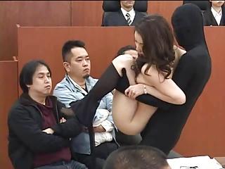 透明人間が法廷に忍び込んで証人のセクシーなお姉さんを後ろハメハメしちゃうぞwww