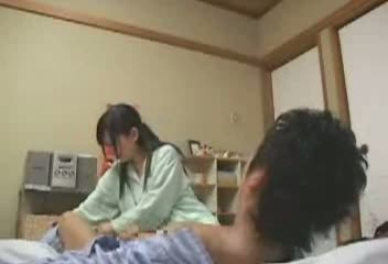 二段ベッド寝ている姉妹を順番にハメるとか羨ましすぎでしょ・・・