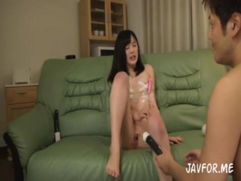 色白の美少女がオモチャで強制イキさせられ痙攣マンコに肉棒ぶち込まれる!