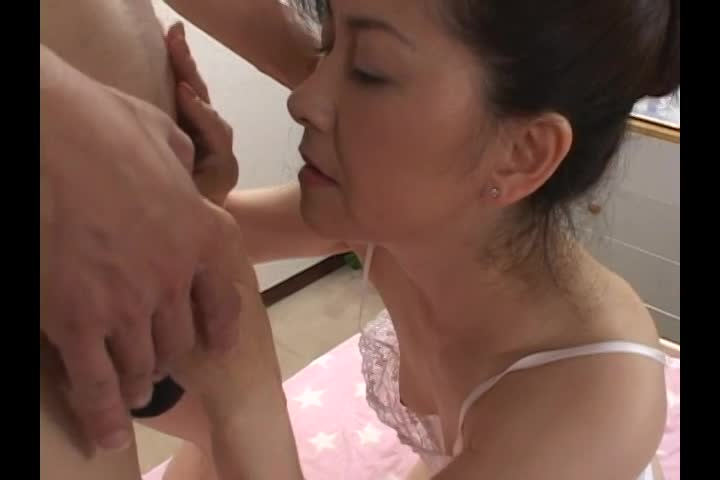 熟した体がエロい岡本由紀がアナル責めされバイブ&肉棒で激ファック!
