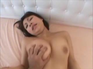 安田美○子そっくりのエッチ好き素人美少女と中出しハメ撮りw