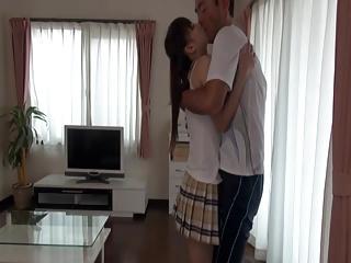 ロリ顔ロリ体型の黒髪美少女が大人チンポに犯される近親相姦SEX!