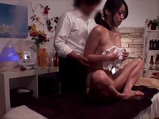 人妻動画:変態エステティ...
