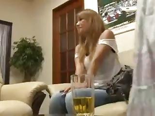 ギャル系の彼女の友達にデカパイで誘惑され欲望のままに生ハメ!